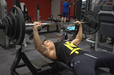 Gewichtheben mit schweren Gewichten, Bodybuilding